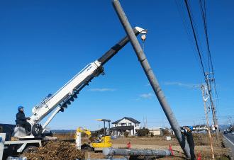 携帯電話基地局 建柱工事を始める。